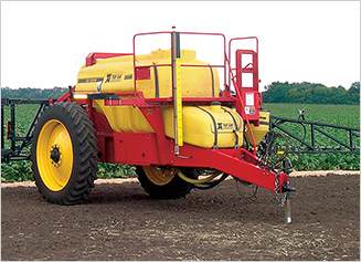 Pull-type farm equipment sprayer